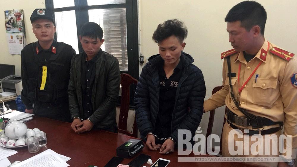 Cảnh sát giao thông Bắc Giang bắt hai đối tượng tàng trữ ma túy
